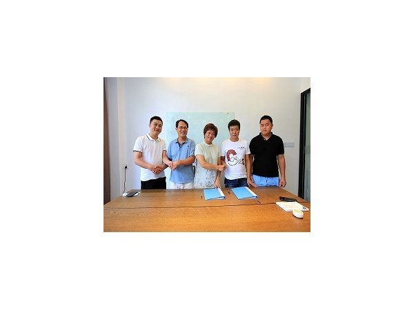 Sign a contract with agent in Guangxi Province China